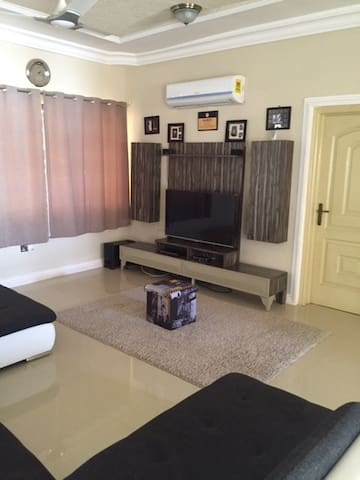 Simple clean unique affordable hide out in  Accra - Adenta West - Casa