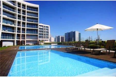 Apartamento com terraço e piscina