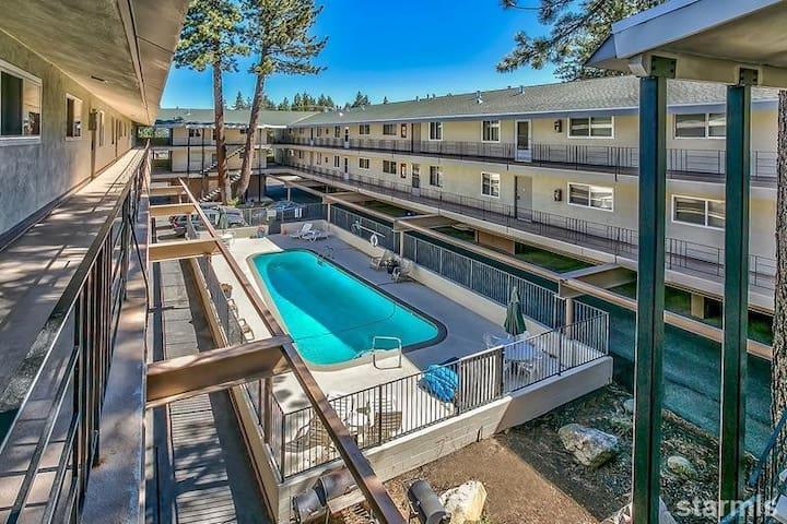 Two Bedroom Lake View Condo - South Lake Tahoe - Apto. en complejo residencial