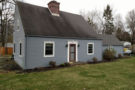 Well maintained home fenced in yard - Niskayuna - Haus
