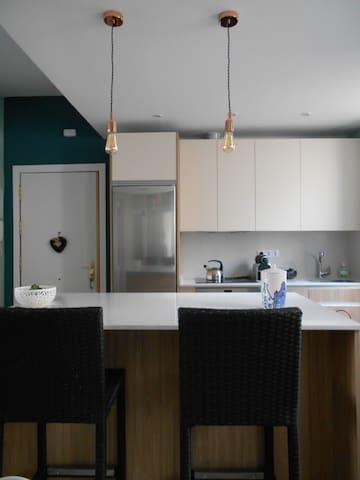 Habitación muy grande y acogedora bien comunicada - Madryd