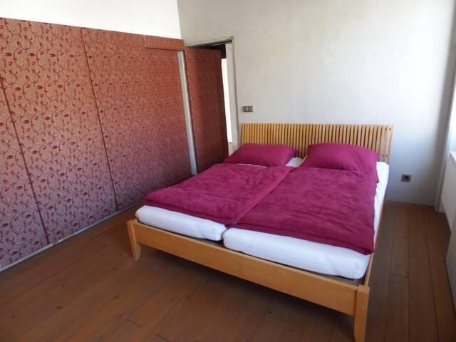 Das Schlafzimmer mit 1 Doppelbett.