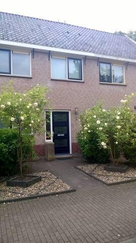 Mooie ruime woning in de buurt van Volendam.
