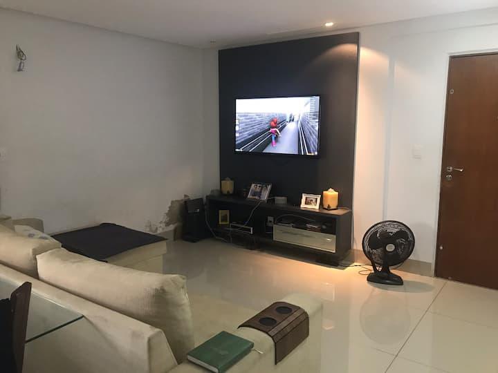 Alugo quarto em apartamento em local privilegiado