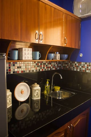 Kitchen Cabinet & Sinks with Dining Ware