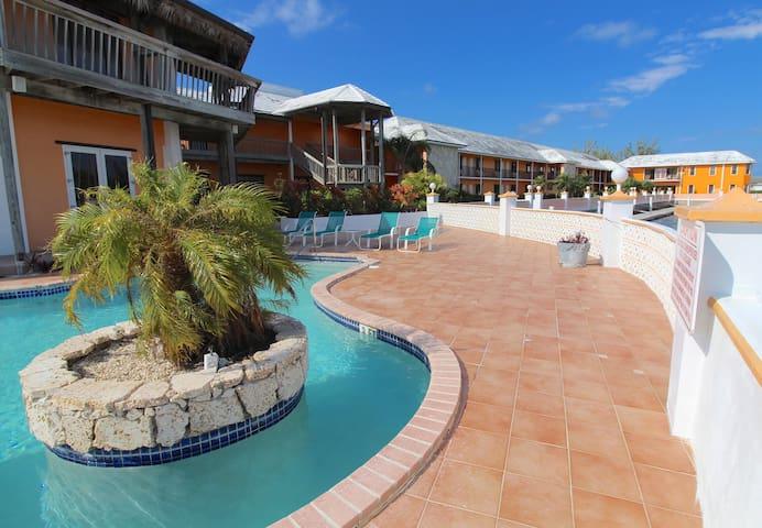 1 King Bedroom Suite at Running Mon Marina & Resort
