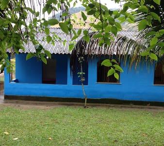 Sana, agradavél casa ao lado da cachoeira - Macaé