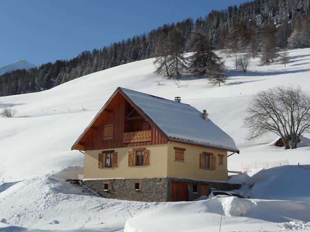 Chalet Albanne 10 personnes, skis aux pieds