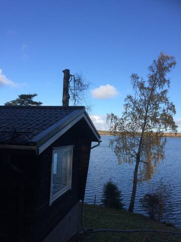 Cosy cabin by lake, traditional sauna nb Helsinki