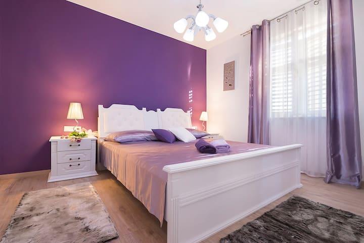 "Luxury triple bedroom - ""J&J"""
