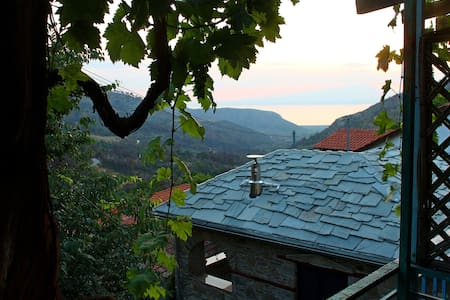 Traditional house in Kazaviti with sea view