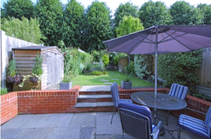 Gorgeous home in Wimbledon Park - Londres - Casa