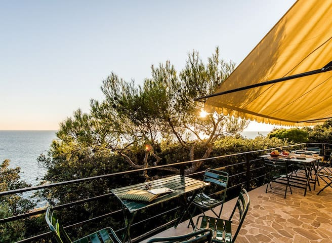Panoramic villa with direct sea access - Livorno - วิลล่า