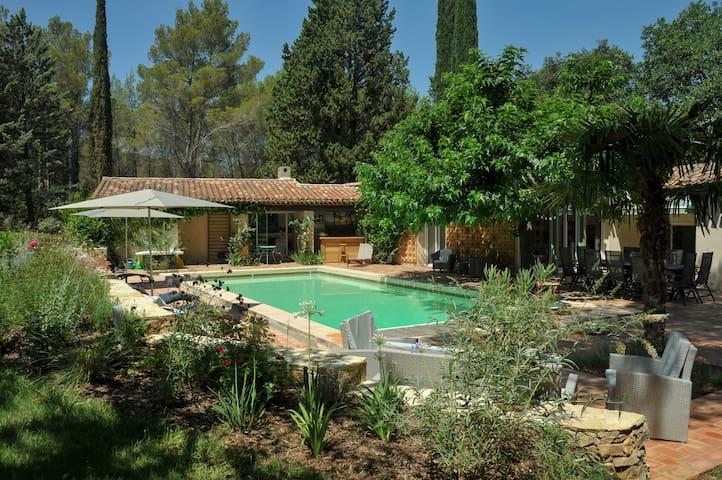 """Villa """"Cassiopée""""  (5km d'Aix en Provence)"""