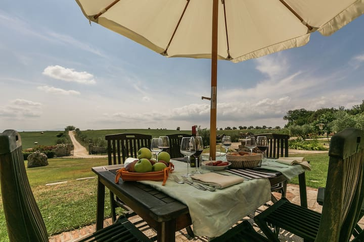 Luxury Farmhouse in Montoro with Pool