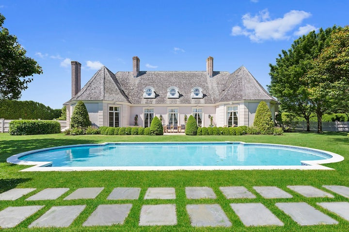 Bridgehampton South Grand Estate, Newly Decorated