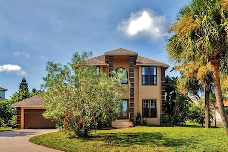 Gorgeous 3BR Apollo Beach House - House