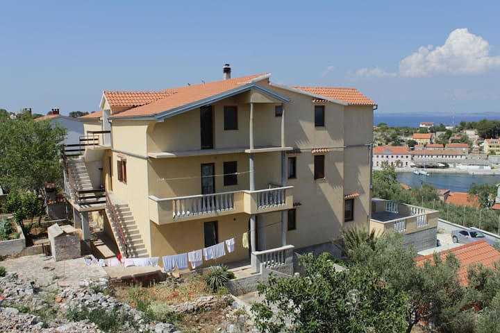 Studio flat with balcony Sali, Dugi otok (AS-8152-a)