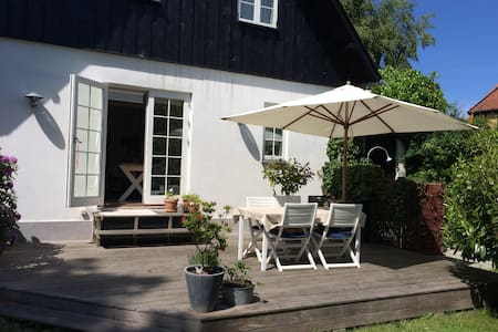 Cozy house near beach & shopping. Big garden - Espergærde - Villa