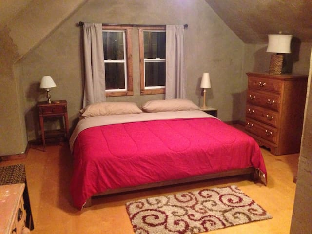 Rustic Guest House 10min to IU - Bloomington - Huis