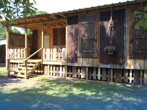 Tunica Falls Cabins - Mud Cat Cabin