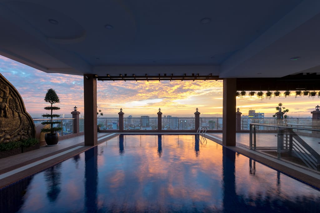 Rooftop pool - Sunrise
