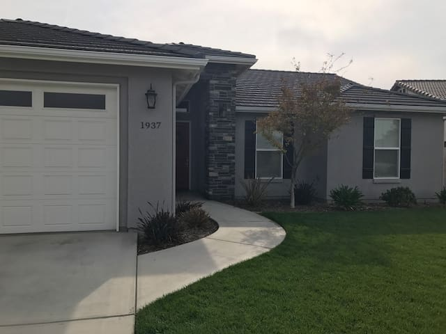 Convenient and quiet Wagon Wheel suite - Tulare