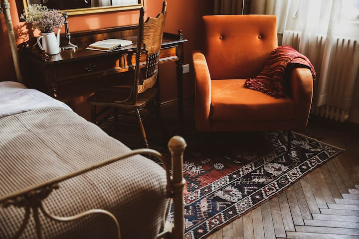 R7* Premium King Room IRIS HOUSE