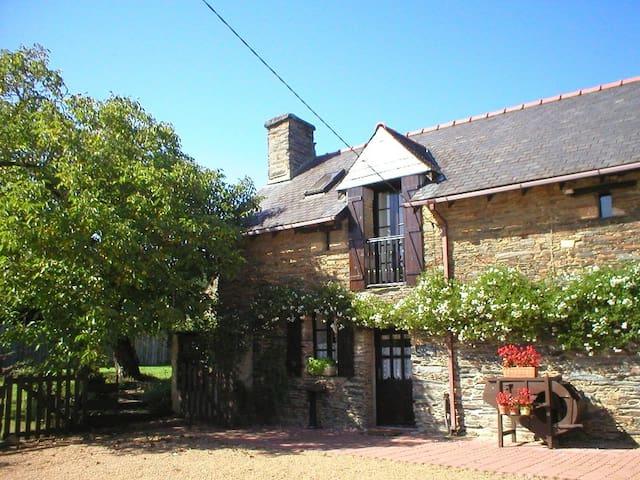 Walnut Cottage, La Cour Cottages