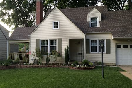 Cozy, Charming Home in Heart of KC - House