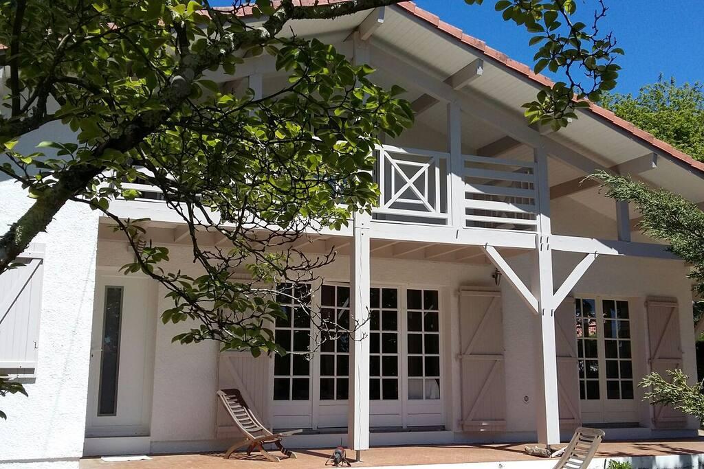 Chambre à l'étage avec balcon