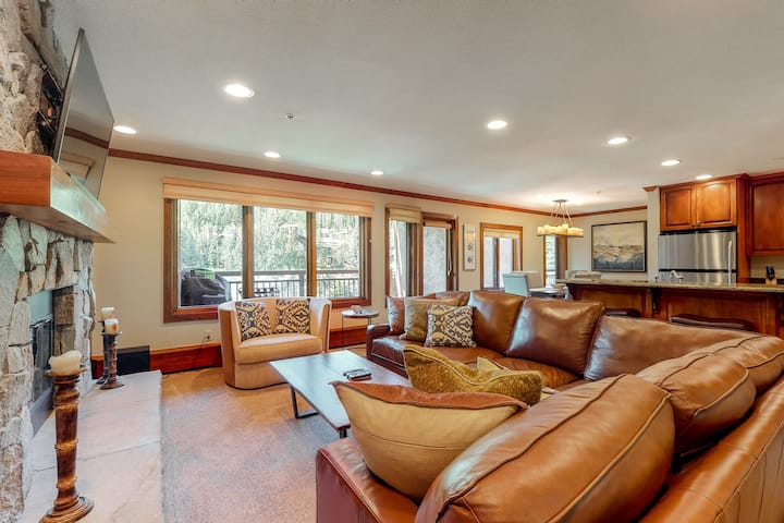 Ski-in/out condo w/ mountain view, fireplace, fast WiFi, shared pool/hot tubs/WD