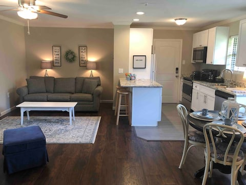 Spacious, cheery, family-friendly guest apartment