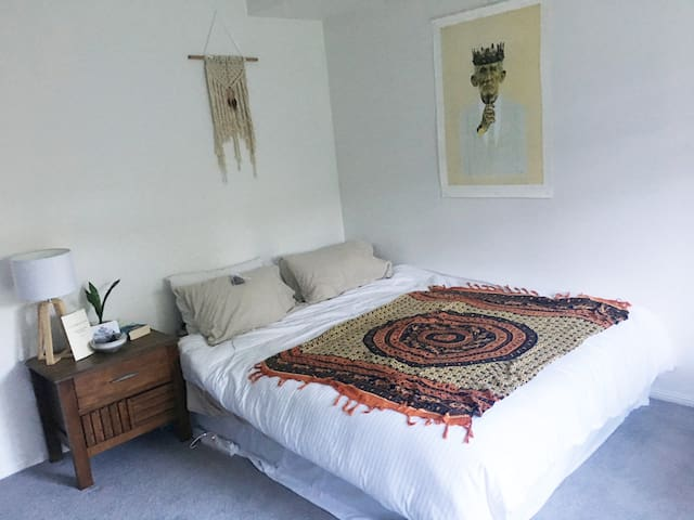 Spacious and bright queen room with ensuite
