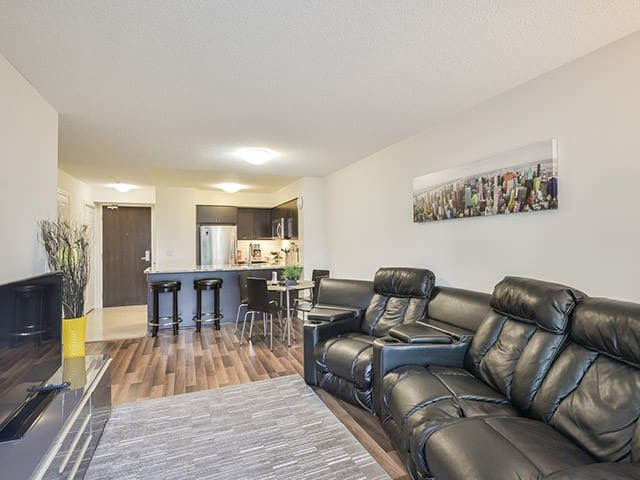 Lovely Suite In Heart Of Downtown W/ Great View!