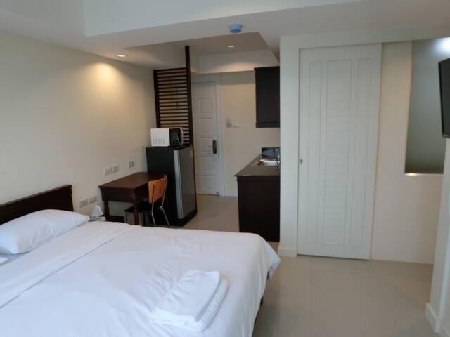 Rama 4 near MRT Klong Toei (1 Kilometer) Room 181