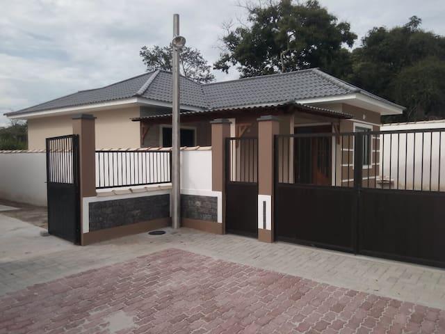 Casa nova, muito aconchegante Araruama-Praia Seca.