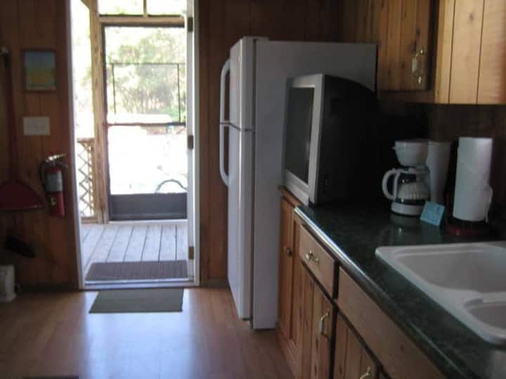 C60/CA7 · TINY HOME PET FRIENDLY SLEEPS 8/ C60