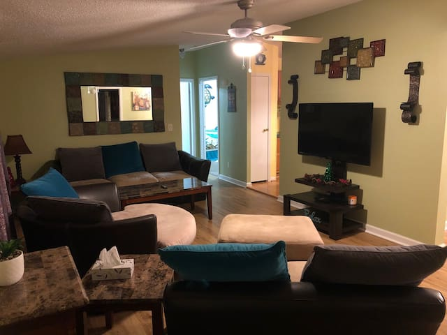 Home Away From Home ★★★★★Newly Remodeled