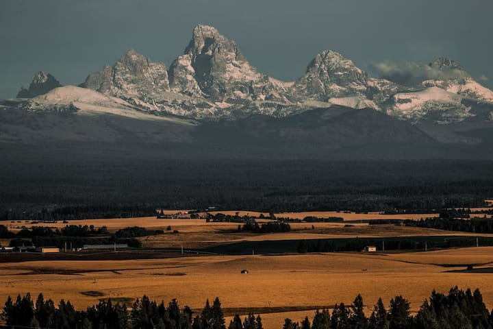NEW Yellowstone DUAL-HOME Retreat!