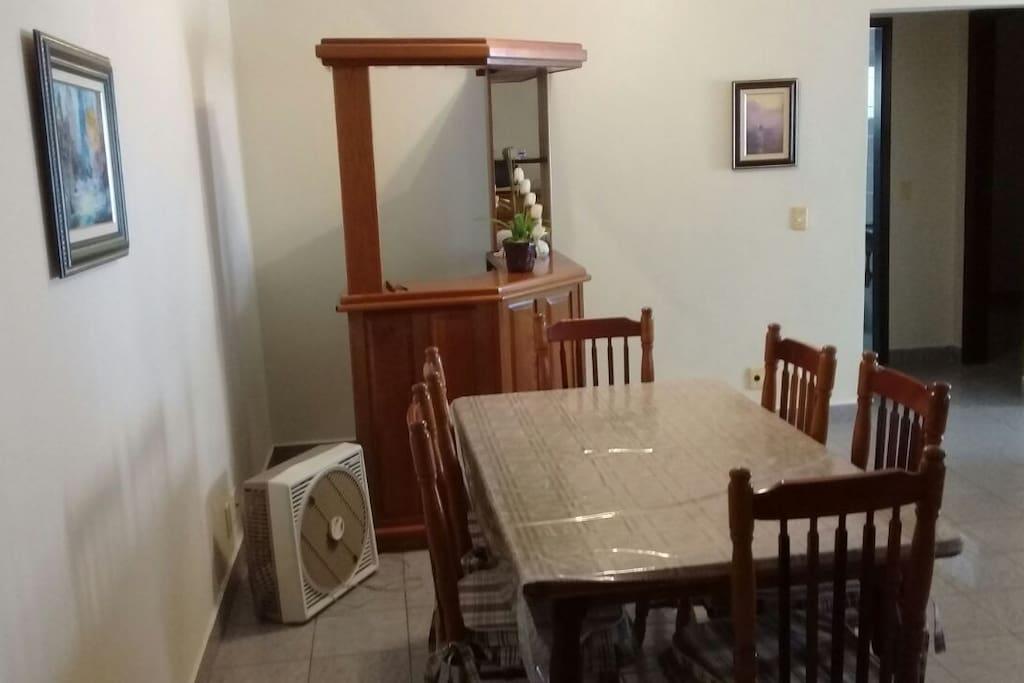 Sala de Jantar (6 pessoas).