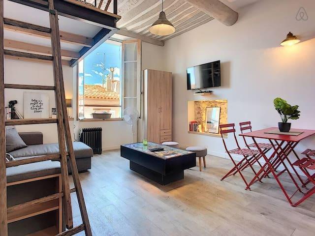 (034) Elegant Studio Mezzanine Old Antibes Provençal Market