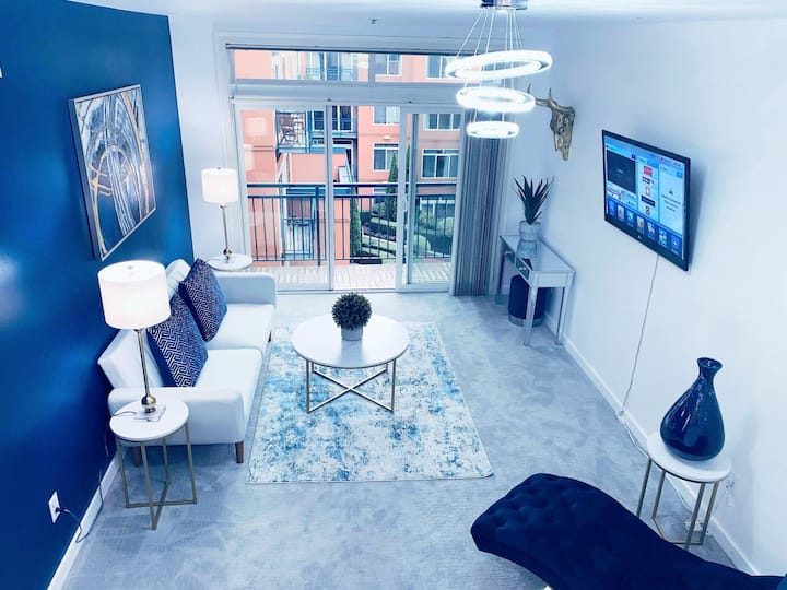 Downtown fully updated w indoor pool gym 3 beds!
