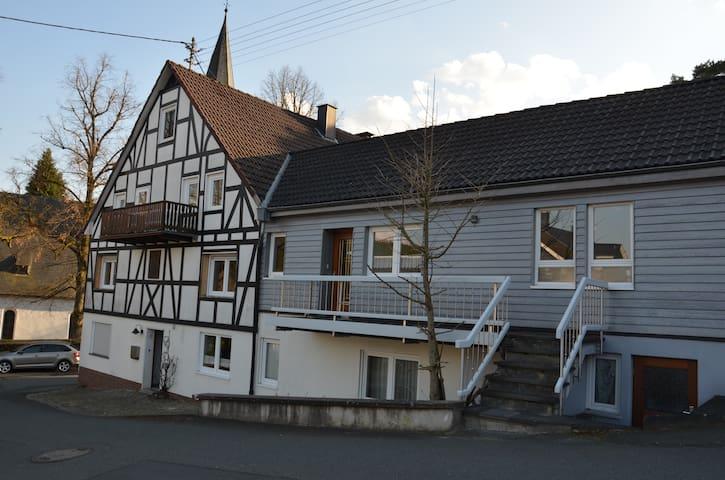 Frisch renovierte Wohnung nahe Siegen - Freudenberg - Apartamento