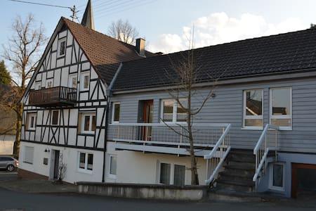 Frisch renovierte Wohnung nahe Siegen - Freudenberg - Huoneisto