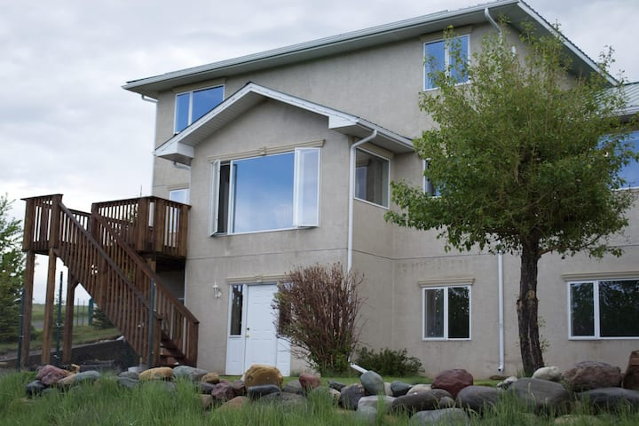Waterton Country Villas- B unit!