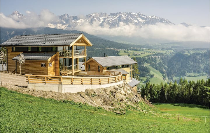 Stunning home in Pichl/Schladming with Sauna, WiFi and 4 Bedrooms