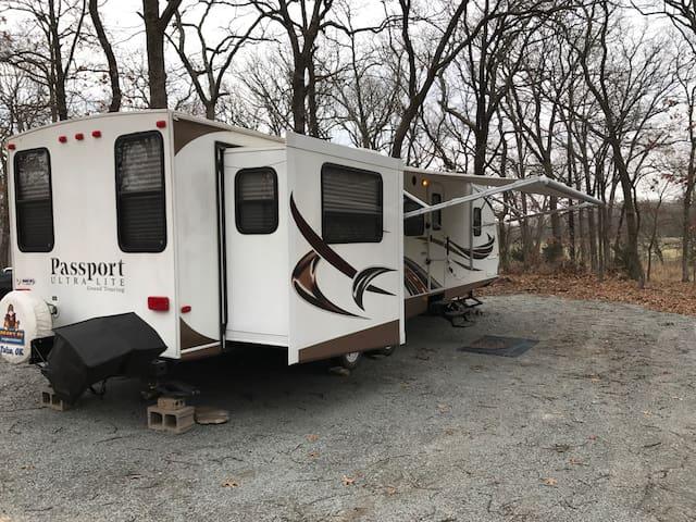Lake access/woods Cozy RV sleeps 6 - Salina - Lakókocsi/lakóautó