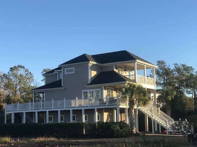 Waterfront Home: Boat Lift, Pool and Dog Friendly!
