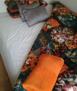diana /Adrian room 2, - Salisbury - Dom